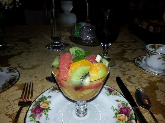 The Victoria Skylar Bed and Breakfast: fresh fruit bowl