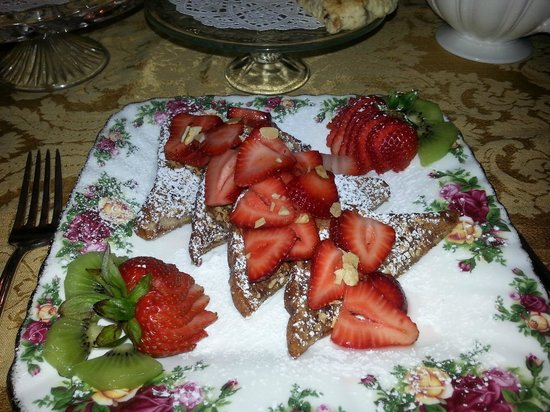 The Victoria Skylar Bed and Breakfast: French toast