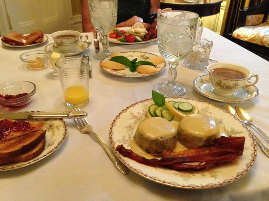 Edwards Waterhouse Inn : This was my breakfast.  Excellent!