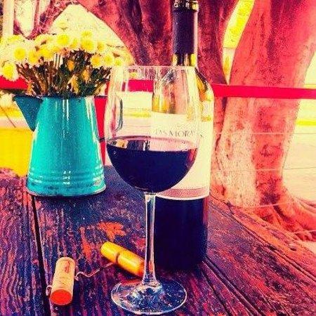 La Artesanal: una buena copa de tinto, con un buen corte!