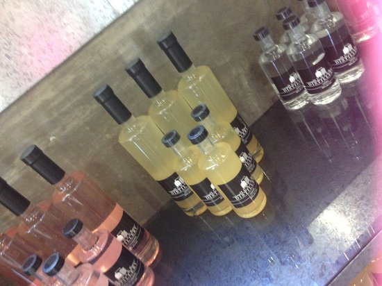 Hunter Distillery: Ginger Liquor