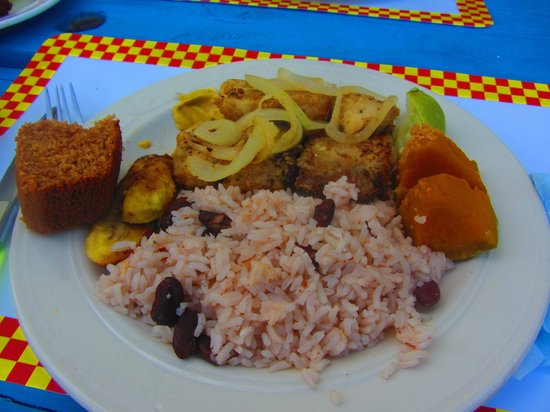 Seaside Paradise Restaurant: Fresh snapper with traditional sides