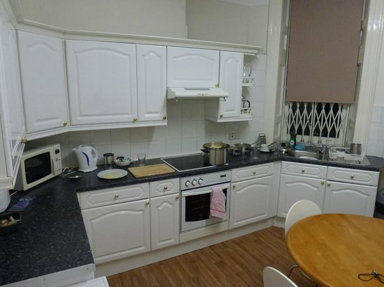 Cavendish Apartments : Great kitchen, everything is provided...