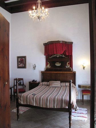 Hotel Dalt Murada: Very regal bedroom