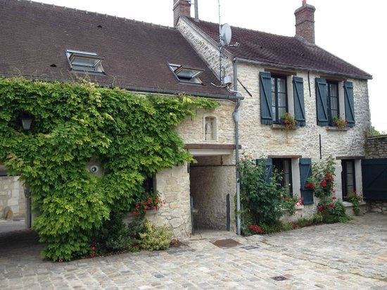 L'Aunette Cottage : The inner courtyard