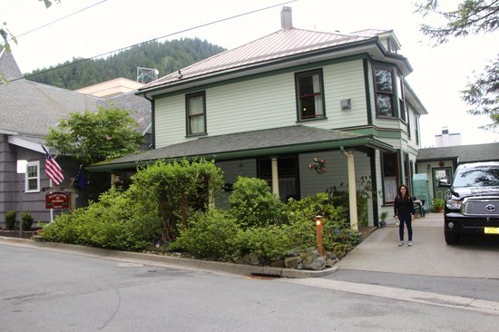 Alaska's Capital Inn Bed and Breakfast: front of the Inn