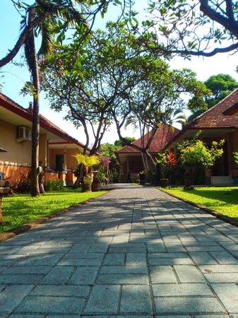 Garden View Resort: clean rooms nice gardens.