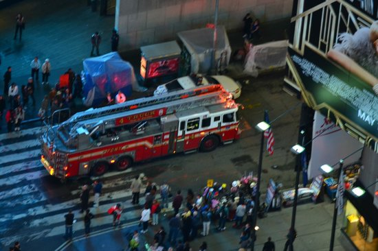 DoubleTree Suites by Hilton Hotel New York City - Times Square: fire engine in times square