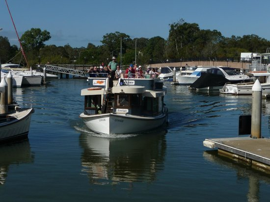 The Noosa Ferry Cruise Company: Journey ends at Tewantin jetty with plenty of shops!!