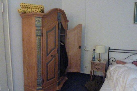Hostel 2962: wardrobe
