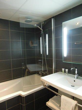 Mercure Tours Nord: バスルーム