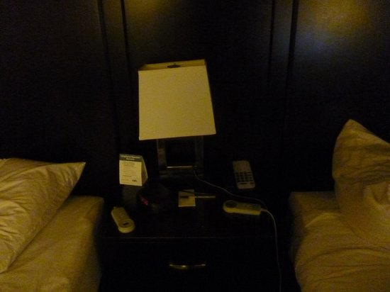 Wyndham Garden Norfolk Downtown: Night Stand