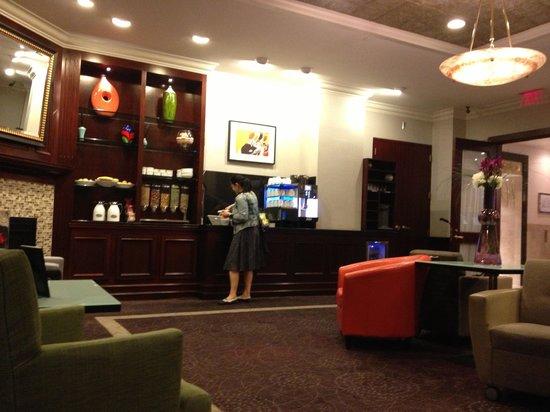 Club Quarters Hotel in Boston: snack bar
