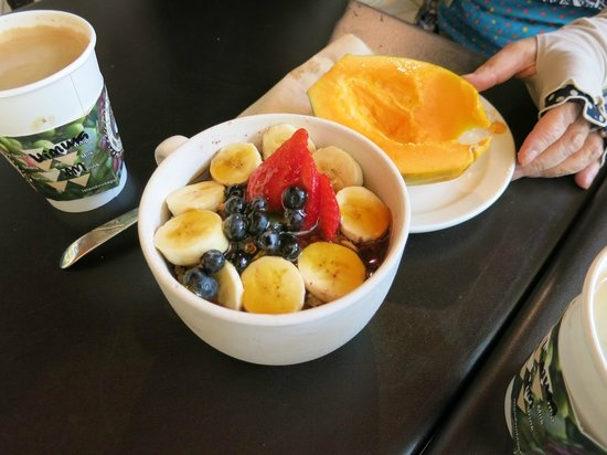 Island Vintage Coffee: アサイー、パパイヤ、コーヒー