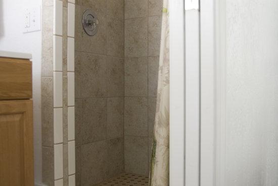 Pioneer Motel & RV Park: Clean updated bathrooms