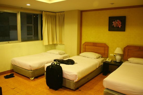 Unico Express Hotel: room is comfy but old
