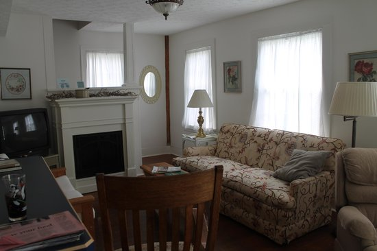 Cottages at the Water's Edge: living room