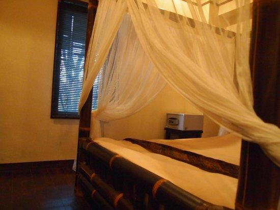Anda Resort Izukogen : 天蓋付ベッド