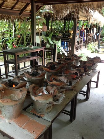 Tamarind Cooking Courses: Traditional cooking area - hot, hot, hot!!