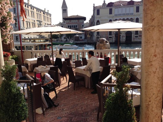 Hotel Palazzo Stern: Outdoor breakfast area overlooking the Grand Canal