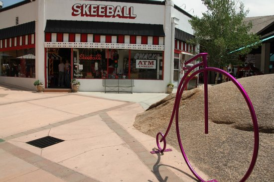 Downtown Manitou Springs: Skeeball....!