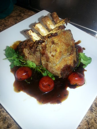 Woodlands Tavern: Rack of Lamb with a Tarragon & cherry tomato demi