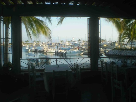 Oso's Oyster Bar: Marina view from Oso's