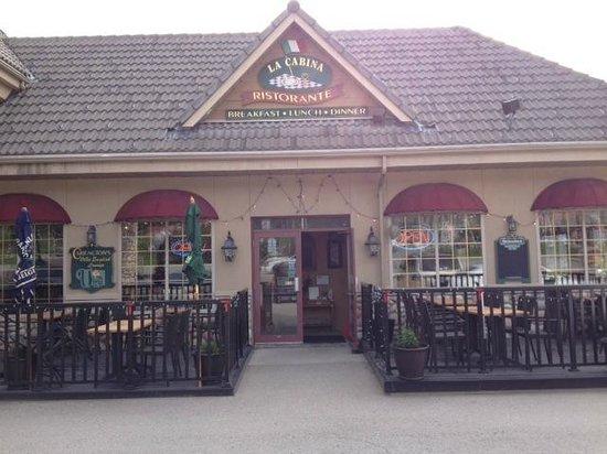 La Cabina Ristorante at The Prestige Inn: Outdoor seating
