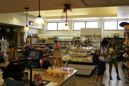 Henning's Wisconsin Cheese: The Store