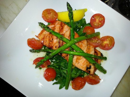 Woodlands Tavern: Grilled Scottish Salmon with roasted asparagus & cherry tomatoes on a bed of fresh spinach