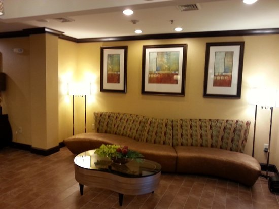 Holiday Inn Express and Suites Wytheville: Lobby 1