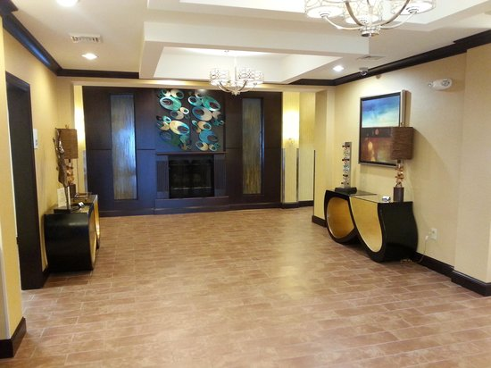 Holiday Inn Express and Suites Wytheville: Lobby 2