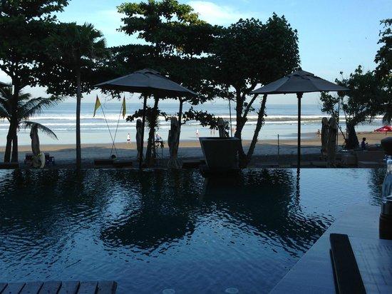 Anantara Seminyak Bali Resort: View of beach and pool