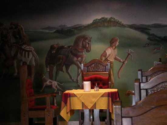 Sir David Schlosshotel: affreschi nella sala ristorante breakfast