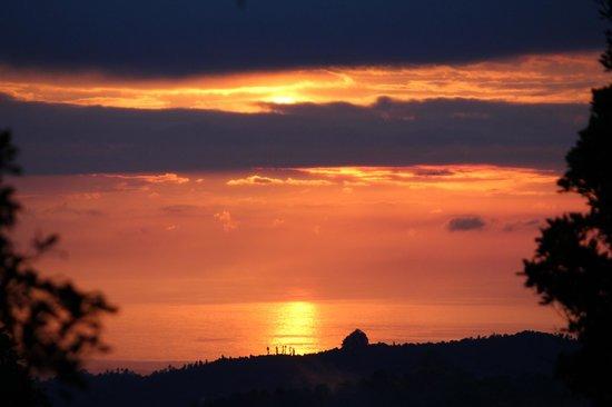 Melanting Cottages & Restaurant : Sunset from the balcony
