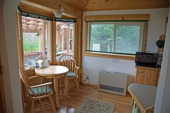 Angels Rest on Resurrection Bay, LLC : Dining Area - Great View