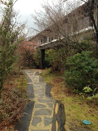 Tezuka Ryokan: 入り口から見た外観