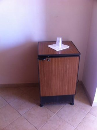 Hotel Miramare : Bar fridge - unplugged and unstocked