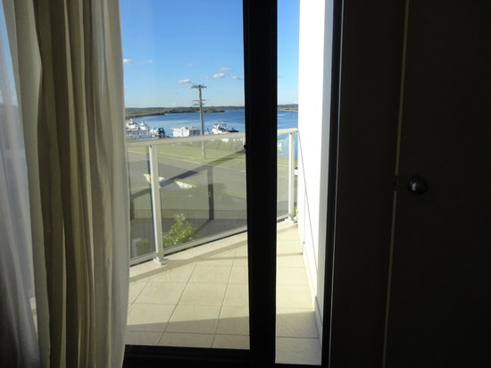 Boathouse Resort Tea Gardens: Small balcony off bedroom room 310