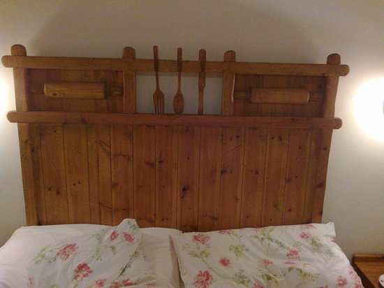 Springfields Guest House: Headboard
