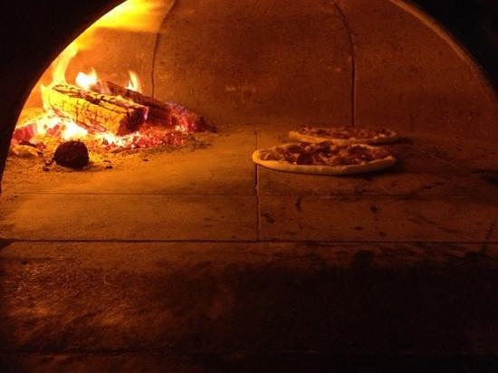 GLADIATORI Pizza: woodfired italian pizza