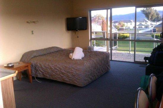 Alpine View Motel: Habitación muy espaciosa