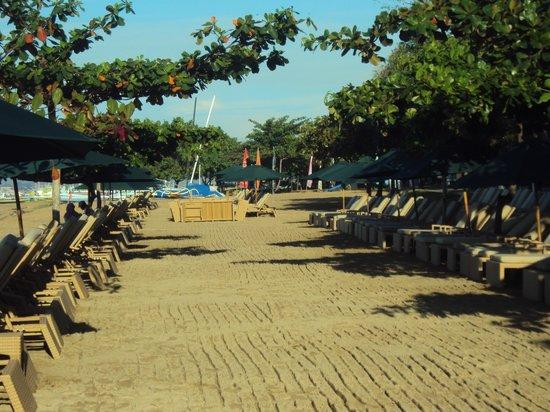 Prama Sanur Beach Bali: the beach at dawn