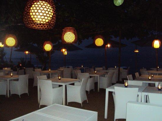 Prama Sanur Beach Bali: beach resturant