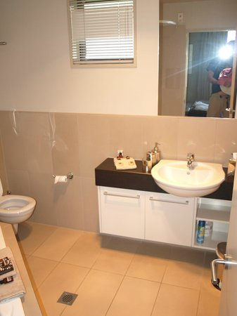 Palazzo Motor Lodge: Bathroom