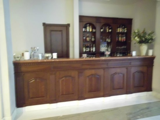 Sant'Angelo Resort & Spa: De bar in de lobby van het hotel.