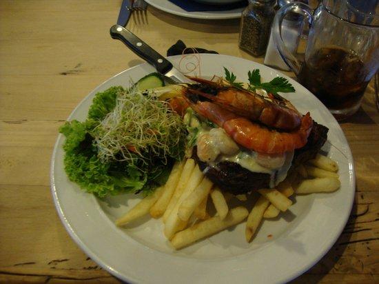 Anchor Bar & Grill : Food