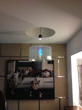 Avidon Art & Design Hotel: Голограмма лампы
