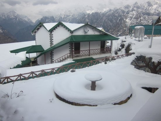 Chamoli, Hindistan: Ski Resort Auli ... bird eye view