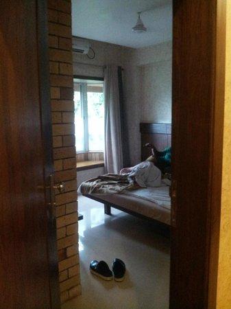 Chandralok Hotel: neat rooms